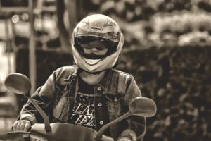 How to Stay Safe While Riding a Motorcycle